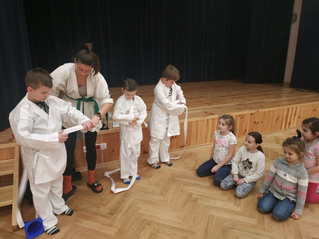 Zajęcia karate to dobry sposób na zagospodarowanie dziecięcej energii.